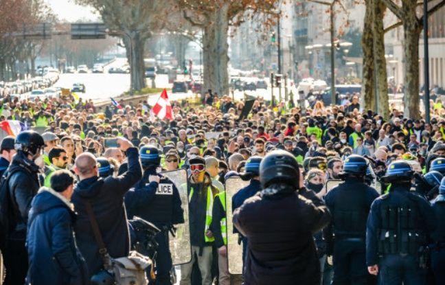 «Gilets jaunes» à Lyon: Huit mois ferme pour avoir caillassé une camionnette de police lors de l'acte 14