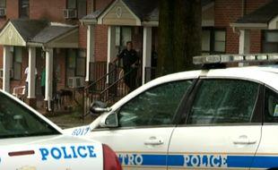 Les autorités américaines ont arrêté un homme de 27 ans soupçonné d'avoir laissé traîner son arme dans l'appartement.