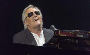 Gilbert Montagné, chanteur, lors de la 4ème édition de la Nuit de la Déprime organisée aux Folies Bergères à Paris le 20 février 2017