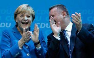 Angela Merkel a remporté un triomphe historique dimanche aux élections législatives allemandes et un troisième mandat d'affilée de chancelière, frôlant la majorité absolue au Bundestag, selon les résultats officiels provisoires.