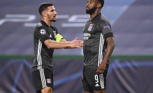 Houssem Aouar et Moussa Dembélé, ici lors du quart de finale de la Ligue des champions contre Manchester City, seront-ils encore lyonnais dans un mois?