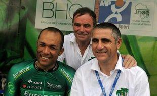 L'ancien coureur Laurent Jalabert, accusé d'avoir eu recours à l'EPO lors du Tour 1998, a annoncé mardi à l'AFP qu'il renonçait à ses activités de consultant TV-radio sur le Tour de France
