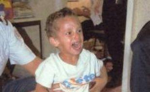 Les parents du petit garçon retrouvé seul dans une cité de Marseille, le 5 août, ne se sont toujours pas manifestés et personne ne l'a encore identifié malgré l'appel à témoins lancé mercredi, a-t-on appris samedi de source proche de l'enquête.