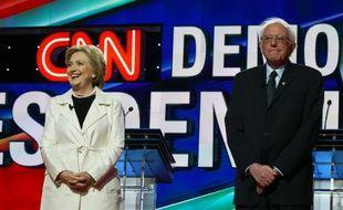 Les candidats démocrates à la Maison Blanche Hillary Clinton et Bernie Sanders le 14 avril 2016 à New York, aux Etats-Unis