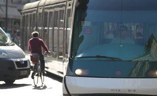 Entre transports en commun, voitures et piétons, la vie de cycliste n'est pas de tout repos et demande une grande vigilance à Strasbourg.