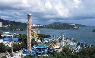 Vue aérienne d'Ocean Park, le plus grand parc de loisirs de Hong Kong, réalisée en octobre 2002.