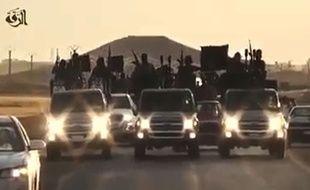 Des djihadistes de Daesh à Raqqa, en Syrie, dans une vidéo de propagande, publiée le 23 septembre 2014.