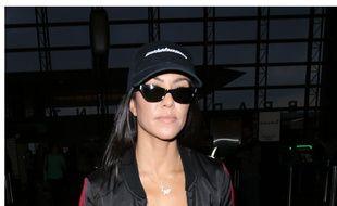 La star de téléréalité Kourtney Kardashian à l'aéroport de Los Angeles, le 30 juin 2017.
