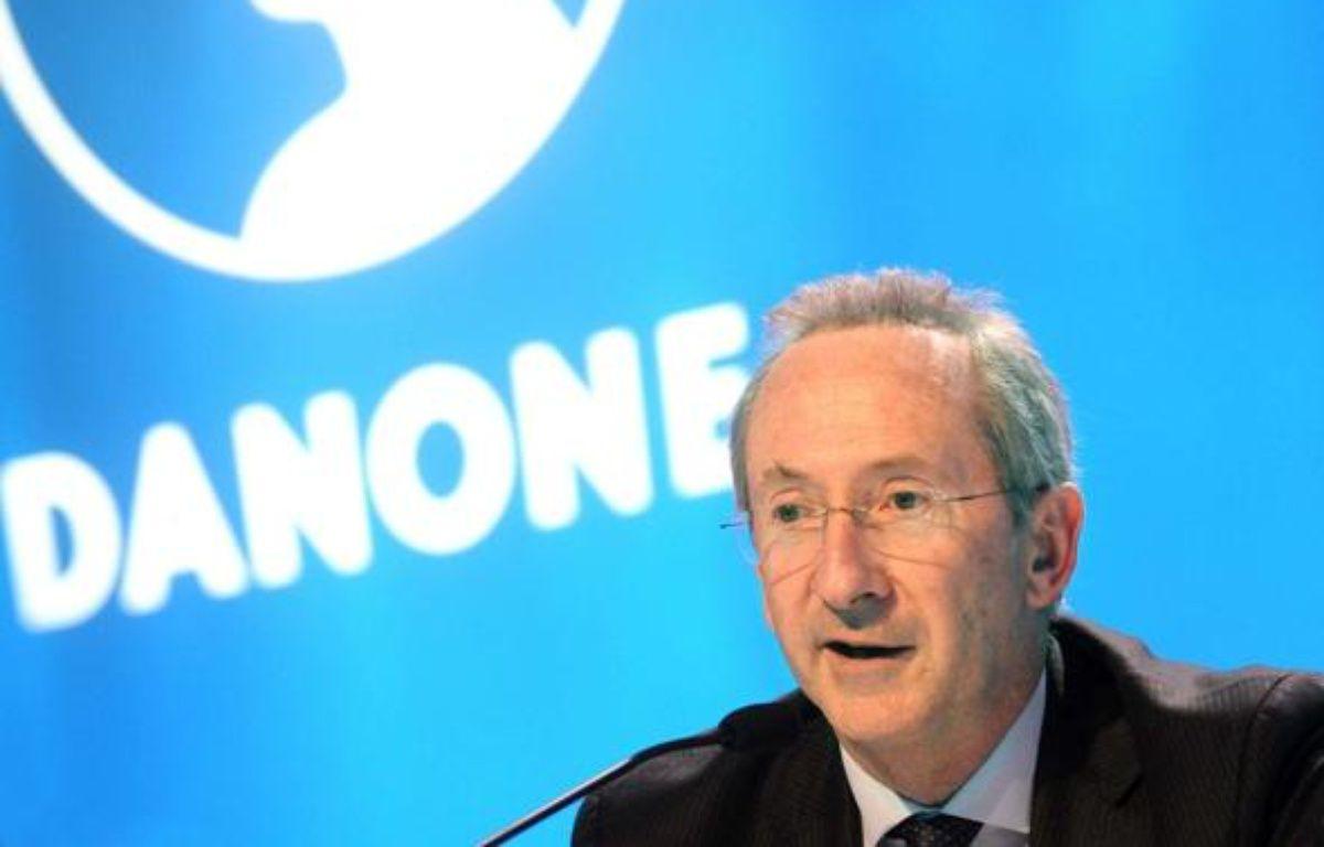 Quatrième en 2008, le PDG de Danone, Franck Riboud, garde la même place en 2009. Le patron du leader mondial de l'agroalimentaire a ainsi touché 5,9 millions d'euros. Son groupe s'est de son côté plutôt bien sorti de la crise économique avec une hausse de 3,2% de son chiffre d'affaires l'année dernière.   A côté de son salaire fixe (1 million d'euros), Franck Riboud a reçu une rémunération variable et un bonus de 3,3 millions d'euros et pour 1,5 million d'euros de stock-options.  – CHAMUSSY/SIPA