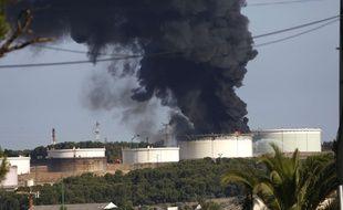 Une double explosion s'est produite dans la raffinerie Lyondellbasell à Berre-L'Etang (France), le 14 juillet 2015.