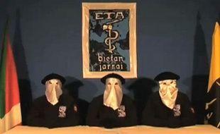 Capture d'écran de la vidéo d'ETAdiffusée sur le site du journal basque «Gara» et annonçant la fin des actions armées, le 5 septembre 2010.