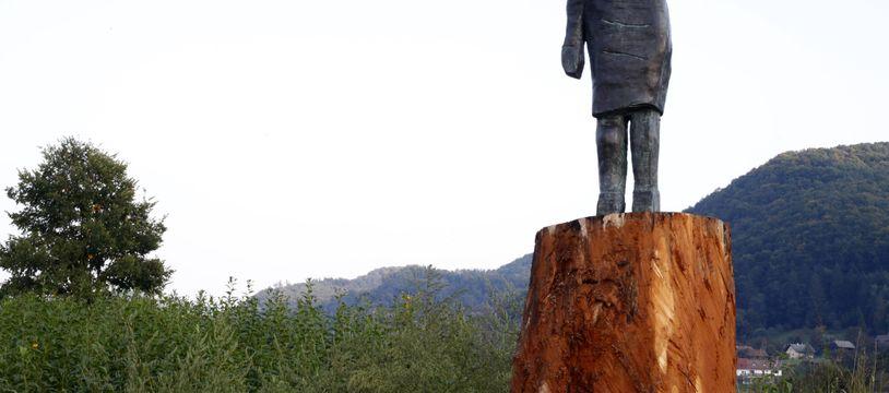 La statue de Melania Trump installée près de la ville natale de la Première dame américaine en Slovénie.