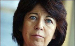 """Corinne Lepage, présidente du parti écologiste Cap 21 et candidate à la présidentielle, veut """"représenter la société civile"""" dans une campagne qu'elle juge """"hyper-politicienne"""", avec une """"marchandisation du politique""""."""