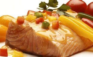 Une assiette de saumon.