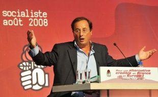 La bataille pour le leadership du parti s'est intensifiée en coulisse à dix semaines du Congrès de Reims, samedi au deuxième jour de l'université d'été du PS à La Rochelle, où les militants, eux, discutaient calmement environnement, culture et code travail.