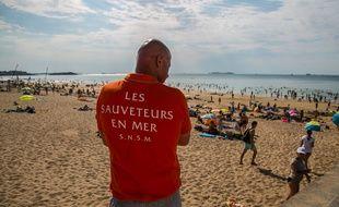 Un Sauveteur sur la plage de Saint Malo