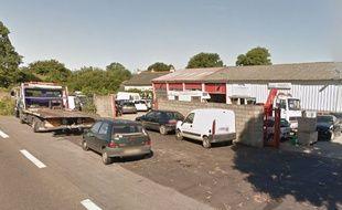 Le garage où s'est produit l'accident à Bain-de-Bretagne.