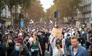 Lors d'une manifestation contre le pass sanitaire à Metz, une opposante a brandi une pancarte antisémite qui a suscité un tollé.