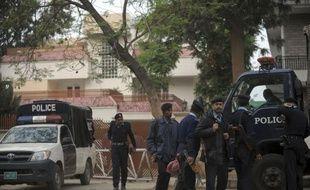 Les trois veuves d'Oussama Ben Laden et leurs enfants détenus au Pakistan ne devraient pas être expulsées du pays avant au moins quelques jours, a annoncé vendredi à l'AFP leur avocat, Atif Ali Khan