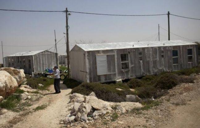 La Cour suprême israélienne a accepté vendredi d'accorder aux autorités israéliennes un nouveau délai pour évacuer Migron, la plus ancienne et la plus vaste des colonies sauvages en Cisjordanie occupée, repoussant l'application de la mesure au 21 août.