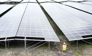 Construction de la plus grande centrale solaire d'Europe, à Cestas (Gironde)