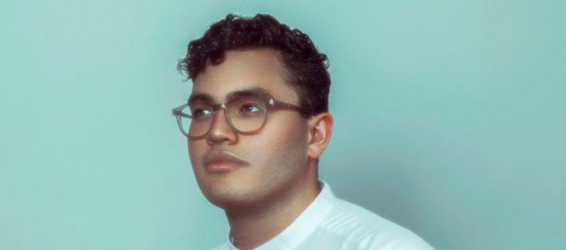 Le chanteur Yadam.