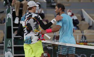 Nadal face à Sinner, en quarts de finale de Roland-Garros le 7 octobre 2020.