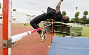 Calais, le 7 juin 2012. La délégation haitienne composée de six athlètes peaufinent leur entrainement en vue des Jeux Olympiques de Londres. Ici le décathlonien Jusué Louis.