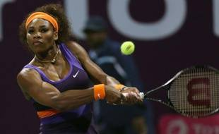 L'Américaine Serena Williams n'est plus qu'à une victoire de redevenir N.1 mondiale après son succès 6-0, 6-3 jeudi sur la Polonaise Urszula Radwanska au troisième tour du tournoi de Doha.