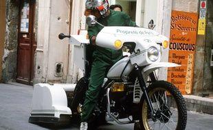 Une caninette plus connue sous le nom de motocrotte, véhicule symbole de la propreté à Paris dans les années 1980.