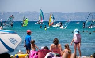Marseille, le 5 juin 2011. Ambiance sur la plage de la Pointe-Rouge.