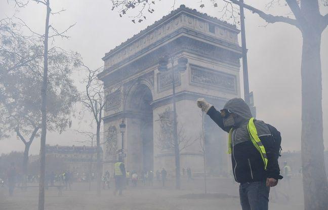 VIDEO. «Gilets jaunes» à Paris: Des manifestants tentent de forcer un point de contrôle, la police riposte avec des lacrymos