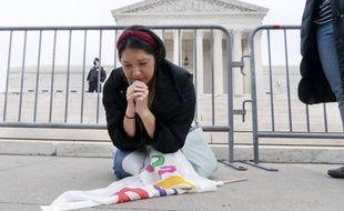 Une partisane de la juge Amy Coney Barrett, devant la Cour suprême des Etats-Unis le 26 octobre 2020.