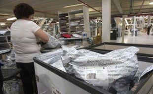 Des colis de l'entreprise en ligne Showroomprivé en préparation pour être expédiés, le 16 septembre 2014 dans un entrepôt à Hem