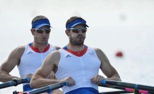 Les quatre équipages français engagés samedi dans les qualifications des épreuves d'aviron des jeux Olympiques de Londres, ont tous décroché leur billet pour les demi-finales sur les eaux du célèbre bassin d'Eton, près du château de Windsor