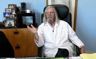 Le professeur Didier Raoult dans son bureau de l'IHU de Marseille
