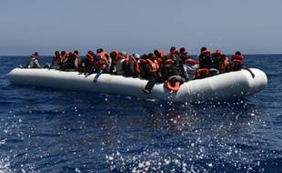 Opération de sauvetage de migrants menée par l'Aquarius, utilisé par MSF et SOS Méditerranée le 24 mai 2016