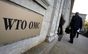 """La Russie s'apprête à saisir """"dans les semaines à venir"""" l'Organisation mondiale du commerce (OMC) sur les droits de douane appliqués par l'UE à une partie de sa production chimique et métallurgique, a rapporté lundi le journal russe Kommersant."""