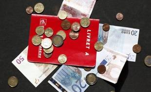 Le ministre de l'Economie Pierre Moscovici fera mercredi une communication en Conseil des ministres au sujet du relèvement du plafond du Livret A, dont le président François Hollande a promis le doublement pour financer le logement social, a-t-on appris mardi de Bercy.