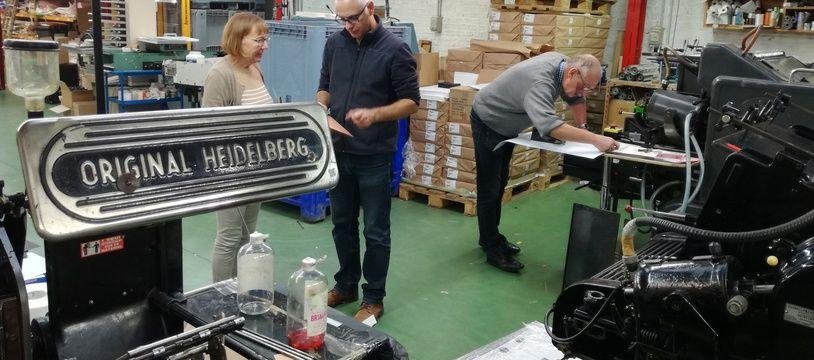 De gauche à droite: Sylvie Blas, ancienne gérante de l'imprimerie lilloise Blas-Desmoutiez, Christophe Michel, le nouveau gérant et Bernard Blas.