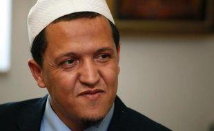 L'agresseur de l'imam de Drancy (banlieue nord de Paris) a été condamné à un mois et seize jours de prison avec sursis par un tribunal de Tunis, a appris jeudi l'AFP auprès d'une source judiciaire.