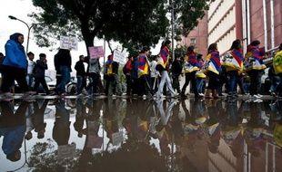 """La Chine a accusé mardi des """"groupes séparatistes basés à l'étranger"""" de vouloir déstabiliser les autorités en affirmant que la police avait ouvert le feu lundi sur une manifestation de Tibétains dans le sud-ouest du pays, faisant au moins un mort et de nombreux blessés."""