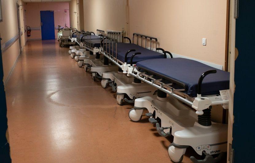 Un hôpital a-t-il menacé une aide-soignante pour la dissuader de faire grève ?