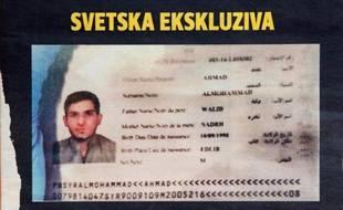 """La Une du magazine serbe """"Blic"""", le 15 novembre 2015 à Belgrade, montrant le passeport syrien trouvé par la police sur les lieux d'une des attaques à Paris"""