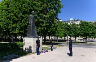 Le président français Emmanuel Macron assiste à une cérémonie marquant le 106e anniversaire du génocide arménien pendant la Première Guerre mondiale, le 24avril 2021.