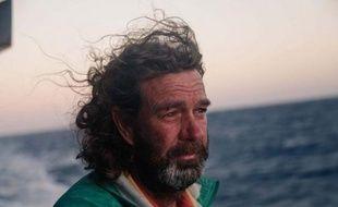 Un navigateur australien en difficulté dans le Pacifique après le retournement de son voilier a été sauvé grâce aux pilotes d'un avion de ligne d'Air Canada qui ont tourné à basse altitude au-dessus des flots démontés afin de le localiser, ont raconté jeudi les intéressés.