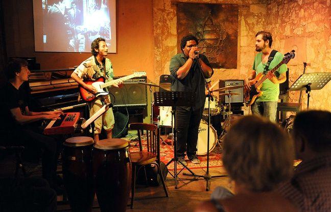 Dans les petites salles comme les clubs de jazz, la législation soulève des problématiques techniques.