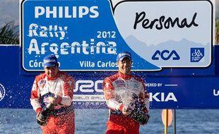 Sebastien Loeb et son coéquipier chez Citroën Elena fêtent leur victoire au Rallye d'ARgentine le 29 avril 2012.