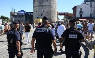 Des policiers patrouillent le 14 juillet 2017 à La Rochelle.