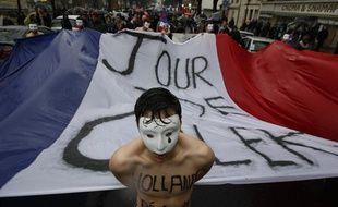 Une vingtaine de Homen, équivalent du mouvement féministe des Femen, défilaient torse nu dans le cortège rassemblé à l'appel du collectif «Jour de colère», le 26 janvier 2014